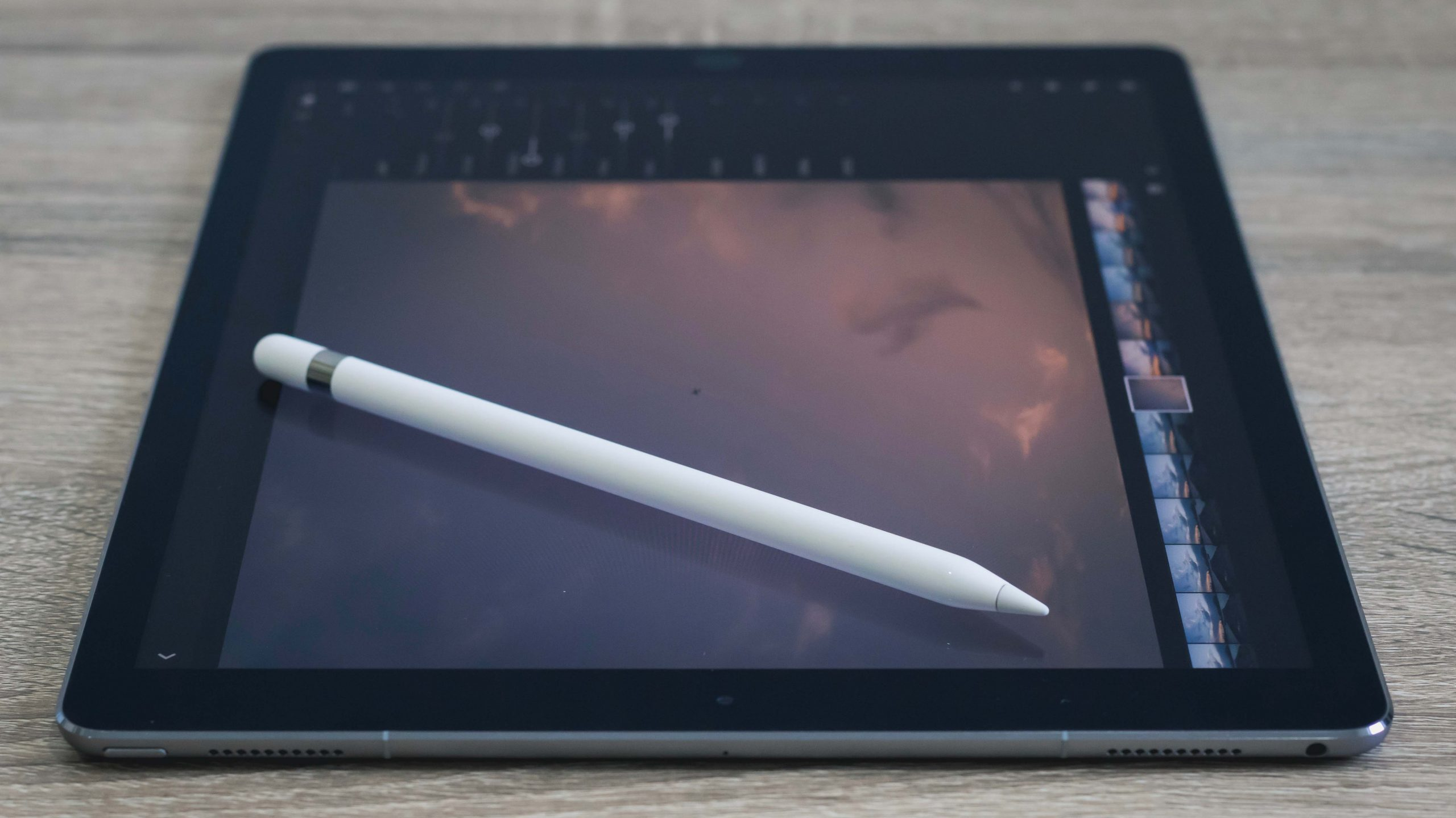 white ipad stylus lying on an ipad